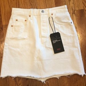 Levi's High-Rise Deconstructed Skirt in white--NWT